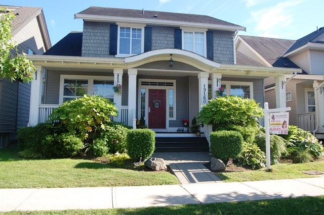 Detached at 19160 68A AVENUE, Cloverdale, British Columbia. Image 1