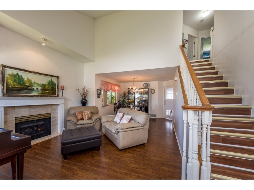 Detached at 12478 230 STREET, Maple Ridge, British Columbia. Image 3