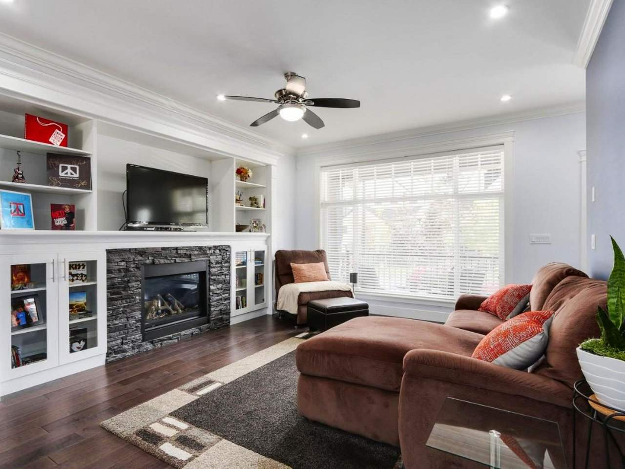 Detached at 17443 2A AVENUE, South Surrey White Rock, British Columbia. Image 2