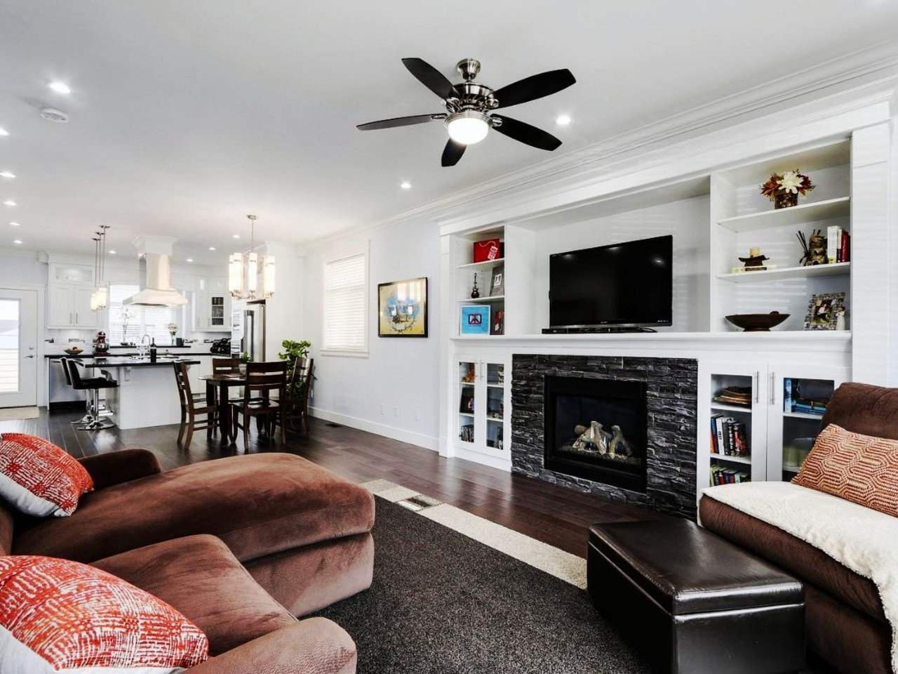 Detached at 17443 2A AVENUE, South Surrey White Rock, British Columbia. Image 3