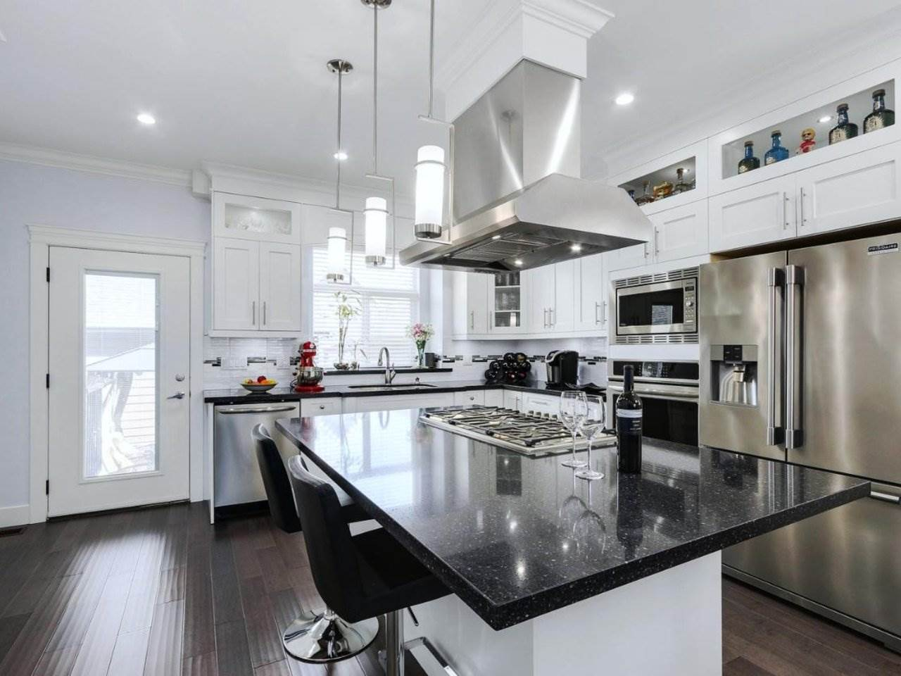 Detached at 17443 2A AVENUE, South Surrey White Rock, British Columbia. Image 6