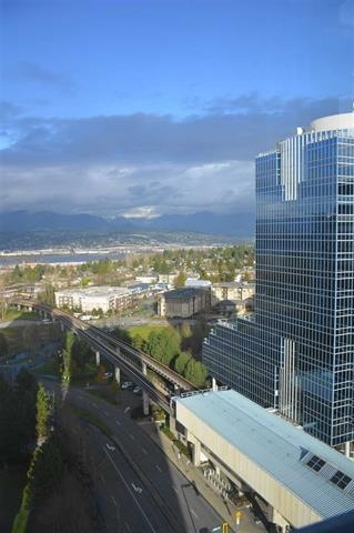 Condo Apartment at 1810 10777 UNIVERSITY DRIVE, Unit 1810, North Surrey, British Columbia. Image 16