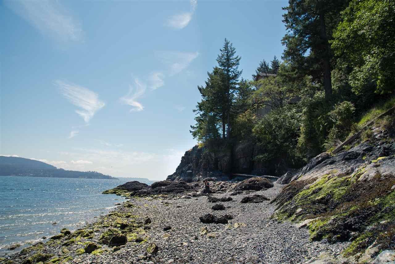 Detached at 101 BAKER ROAD, Bowen Island, British Columbia. Image 16