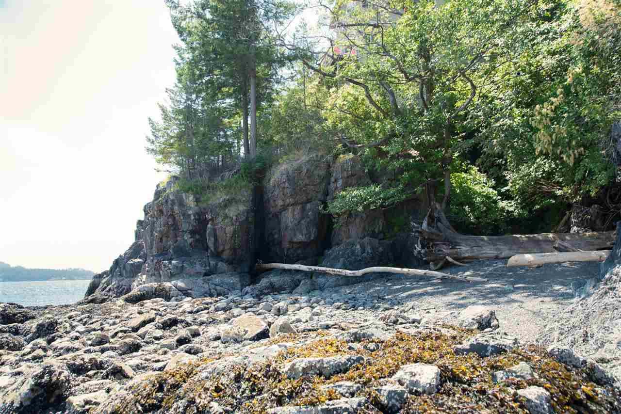 Detached at 101 BAKER ROAD, Bowen Island, British Columbia. Image 18