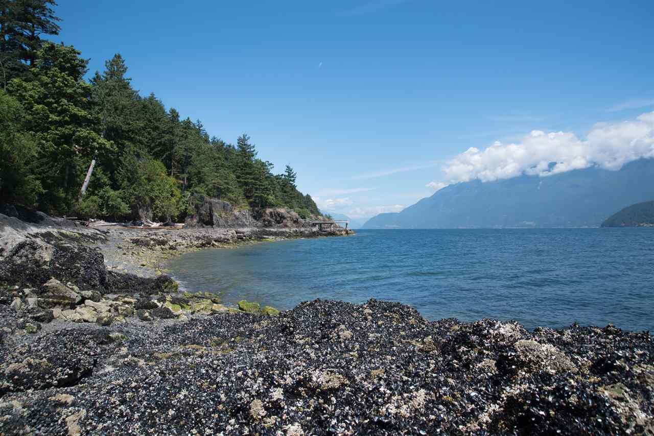 Detached at 101 BAKER ROAD, Bowen Island, British Columbia. Image 19