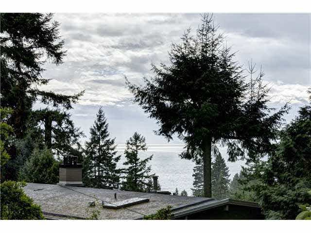 Detached at 4138 BURKEHILL ROAD, West Vancouver, British Columbia. Image 3