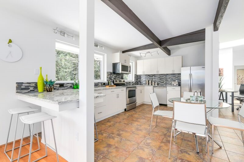 Detached at 4138 BURKEHILL ROAD, West Vancouver, British Columbia. Image 9