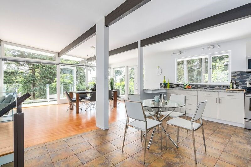 Detached at 4138 BURKEHILL ROAD, West Vancouver, British Columbia. Image 10