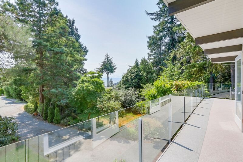 Detached at 4138 BURKEHILL ROAD, West Vancouver, British Columbia. Image 16