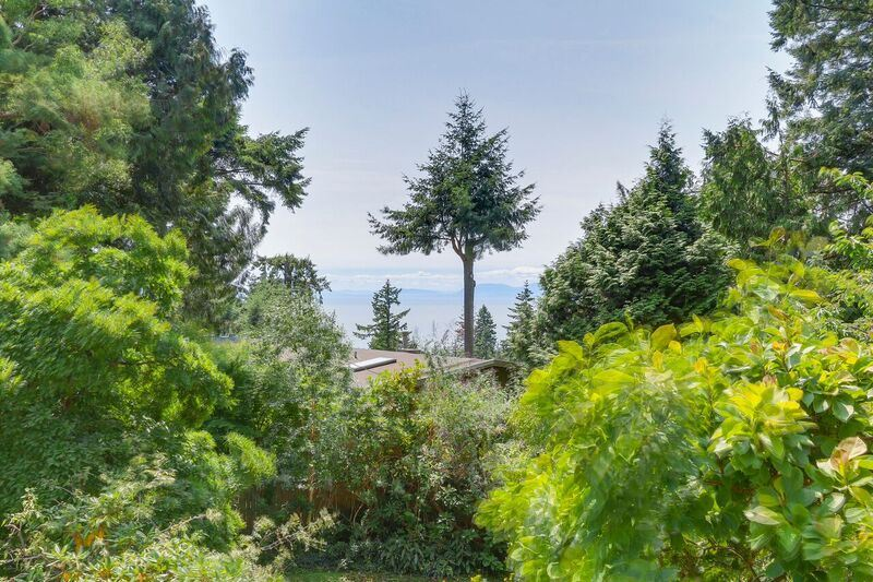 Detached at 4138 BURKEHILL ROAD, West Vancouver, British Columbia. Image 17