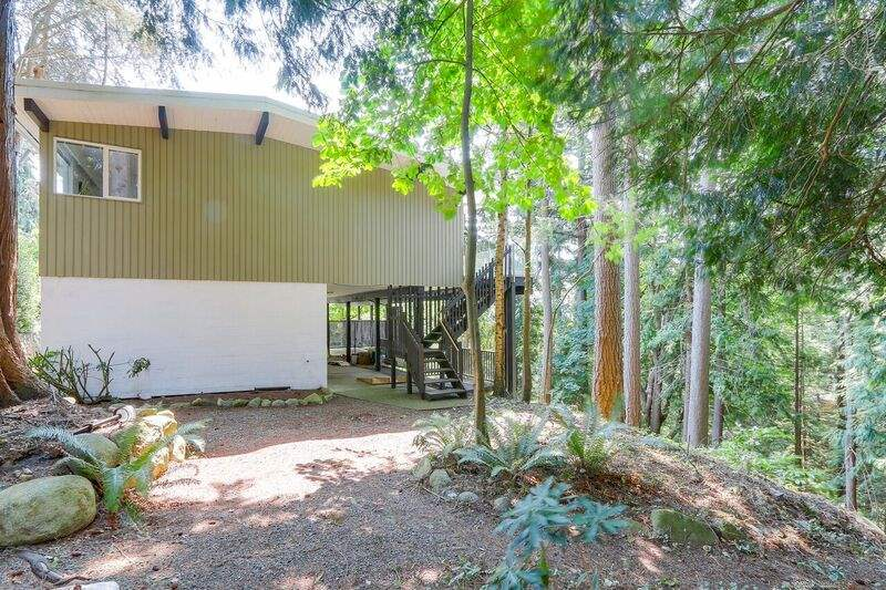 Detached at 4138 BURKEHILL ROAD, West Vancouver, British Columbia. Image 20