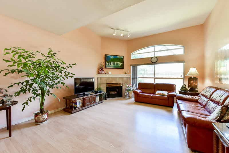 Townhouse at 10 8257 121A STREET, Unit 10, Surrey, British Columbia. Image 5