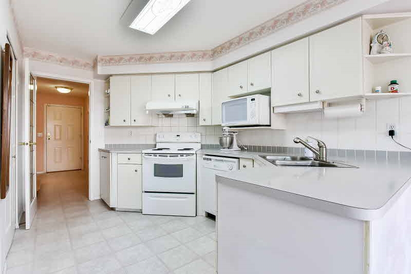Townhouse at 10 8257 121A STREET, Unit 10, Surrey, British Columbia. Image 8