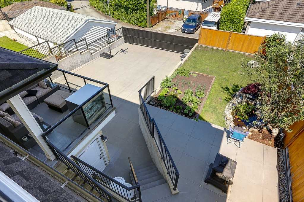 Detached at 6349 BRYANT STREET, Burnaby South, British Columbia. Image 18
