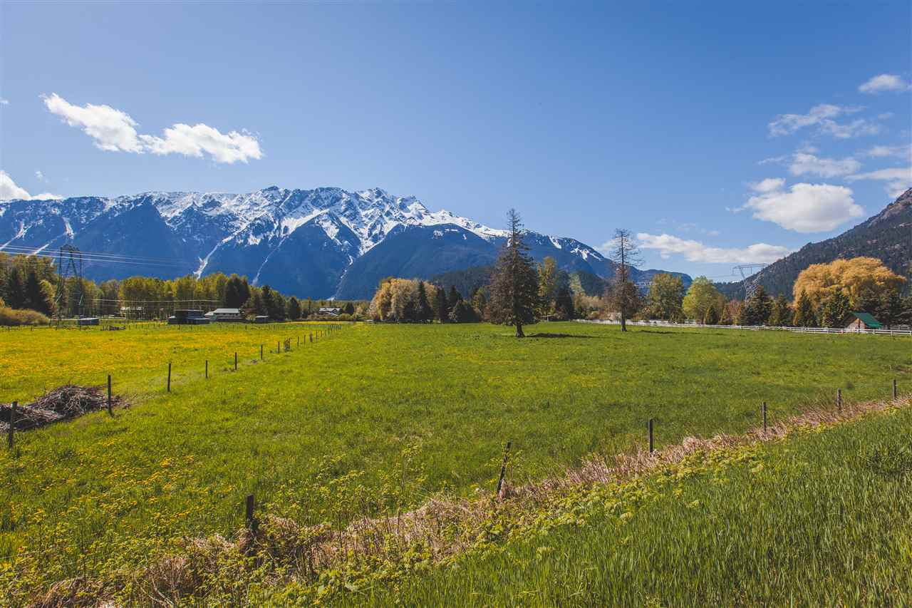 Detached at 1537 FRASER ROAD, Pemberton, British Columbia. Image 3