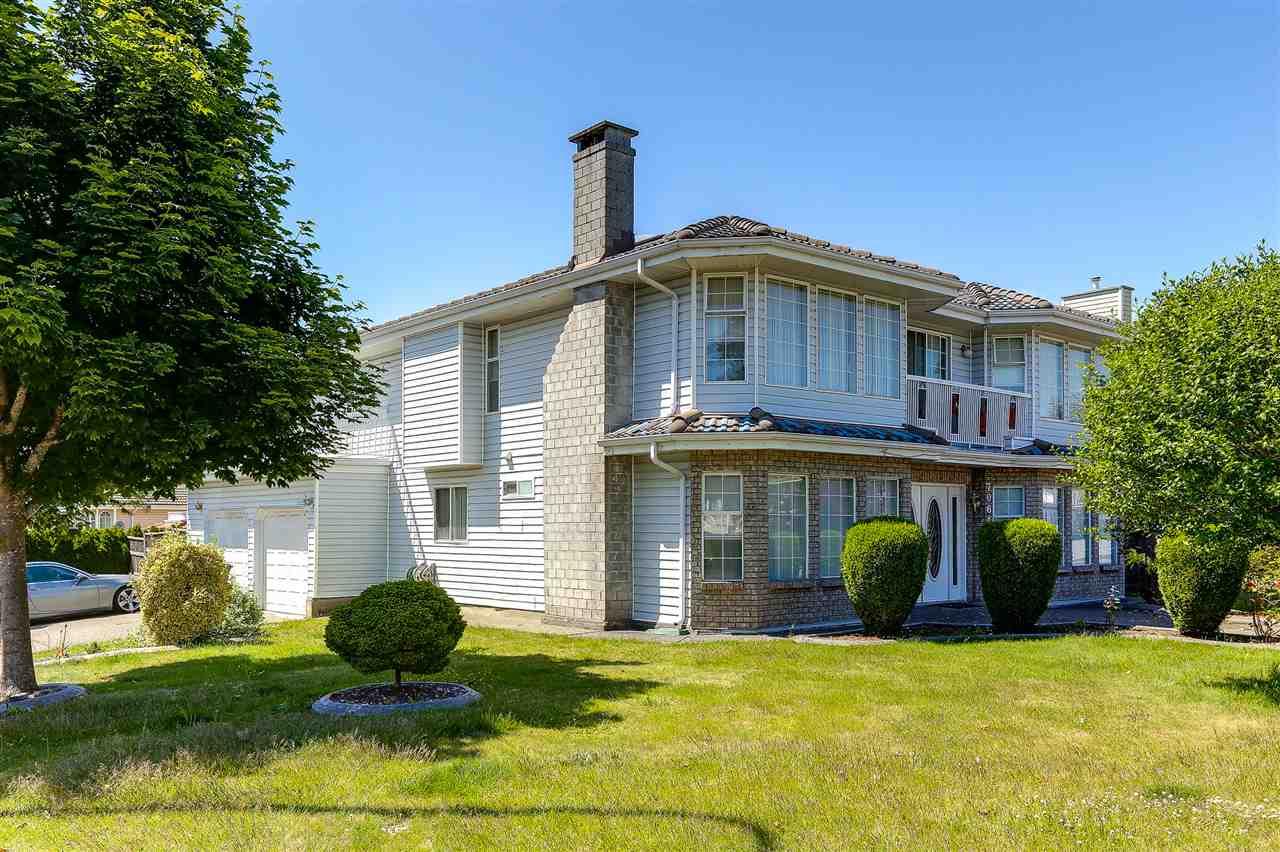 Detached at 7061 123B STREET, Surrey, British Columbia. Image 2