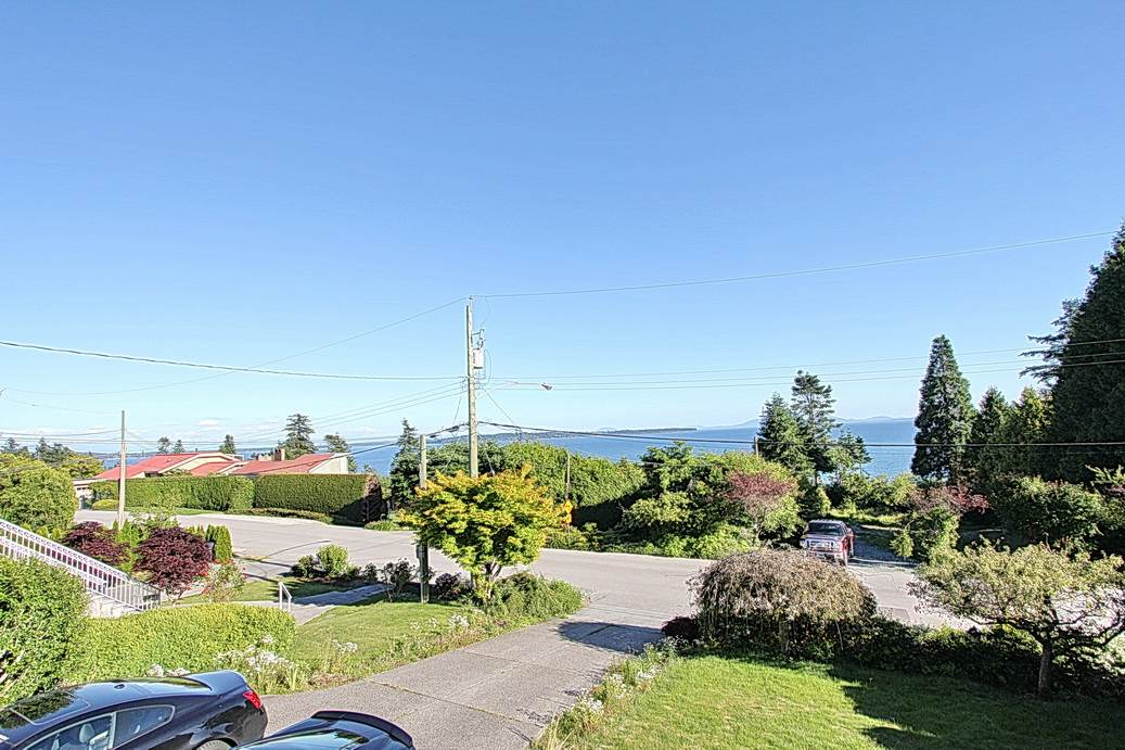 Detached at 13545 13A AVENUE, South Surrey White Rock, British Columbia. Image 2