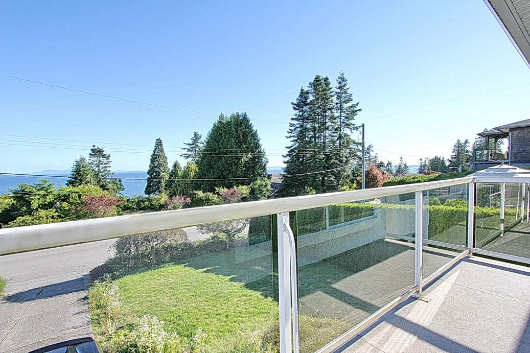 Detached at 13545 13A AVENUE, South Surrey White Rock, British Columbia. Image 3