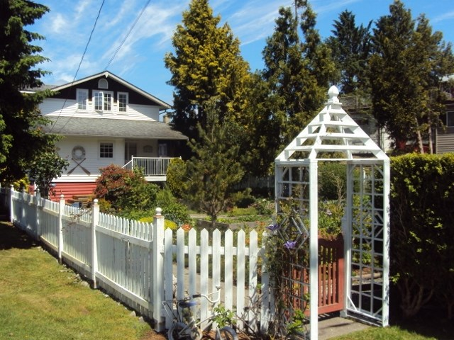 Detached at 652 BAY ROAD, Sunshine Coast, British Columbia. Image 1