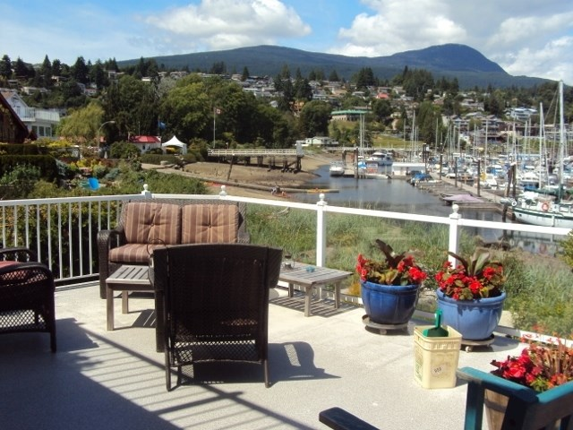 Detached at 652 BAY ROAD, Sunshine Coast, British Columbia. Image 4