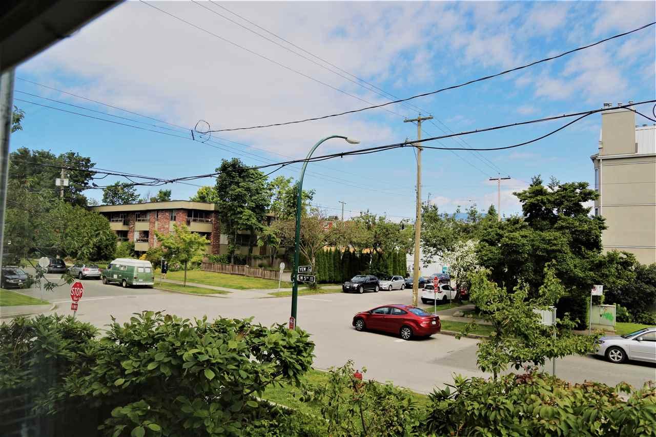 Condo Apartment at 2192 W 5TH AVENUE, Vancouver West, British Columbia. Image 2