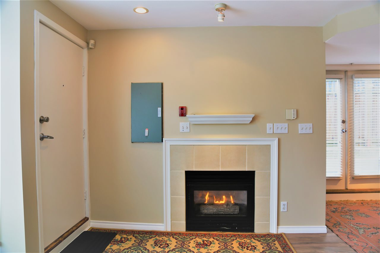 Condo Apartment at 2192 W 5TH AVENUE, Vancouver West, British Columbia. Image 4