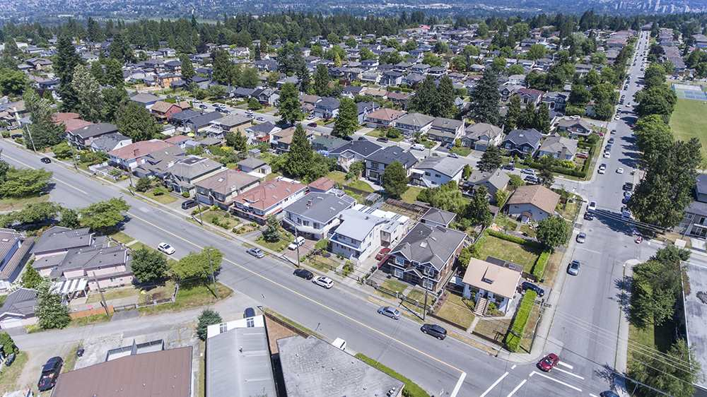 Detached at 6884 WALKER AVENUE, Burnaby South, British Columbia. Image 2