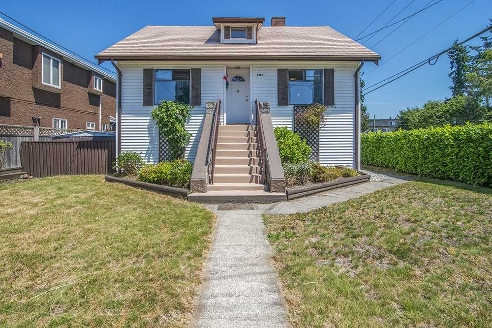 Detached at 6884 WALKER AVENUE, Burnaby South, British Columbia. Image 3
