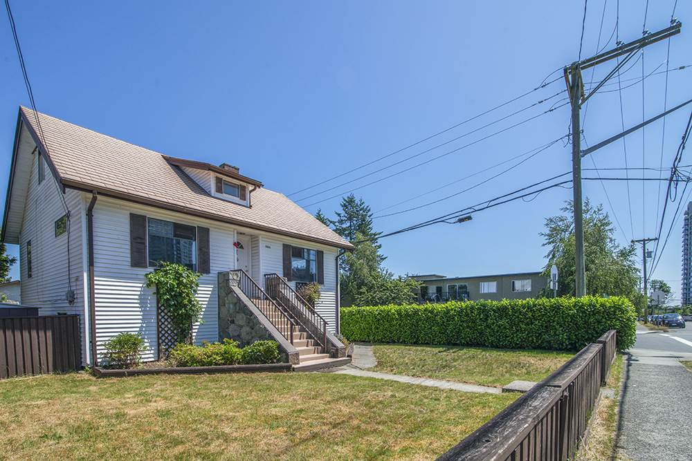 Detached at 6884 WALKER AVENUE, Burnaby South, British Columbia. Image 4