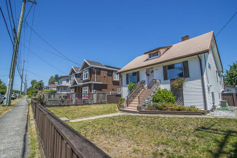 Detached at 6884 WALKER AVENUE, Burnaby South, British Columbia. Image 5