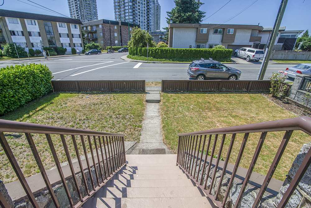 Detached at 6884 WALKER AVENUE, Burnaby South, British Columbia. Image 6