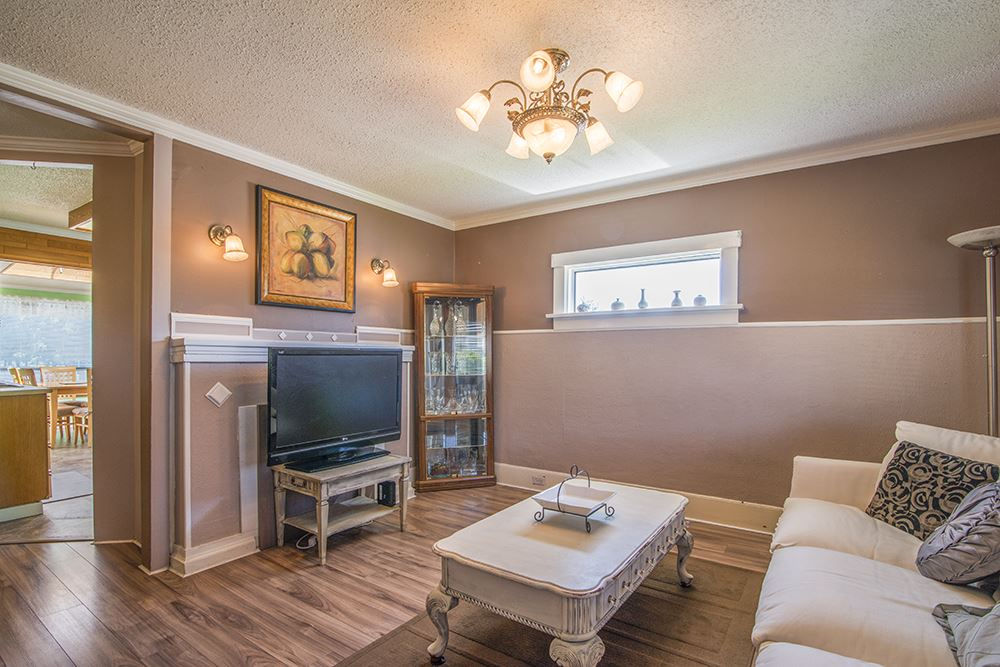 Detached at 6884 WALKER AVENUE, Burnaby South, British Columbia. Image 8