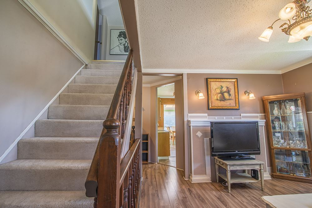 Detached at 6884 WALKER AVENUE, Burnaby South, British Columbia. Image 10