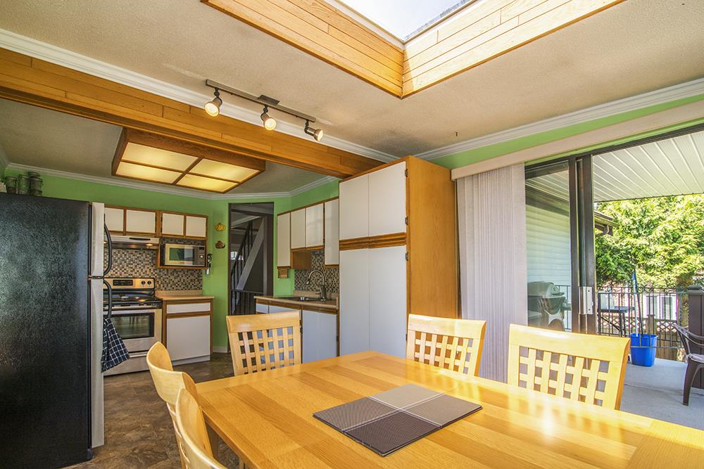 Detached at 6884 WALKER AVENUE, Burnaby South, British Columbia. Image 12