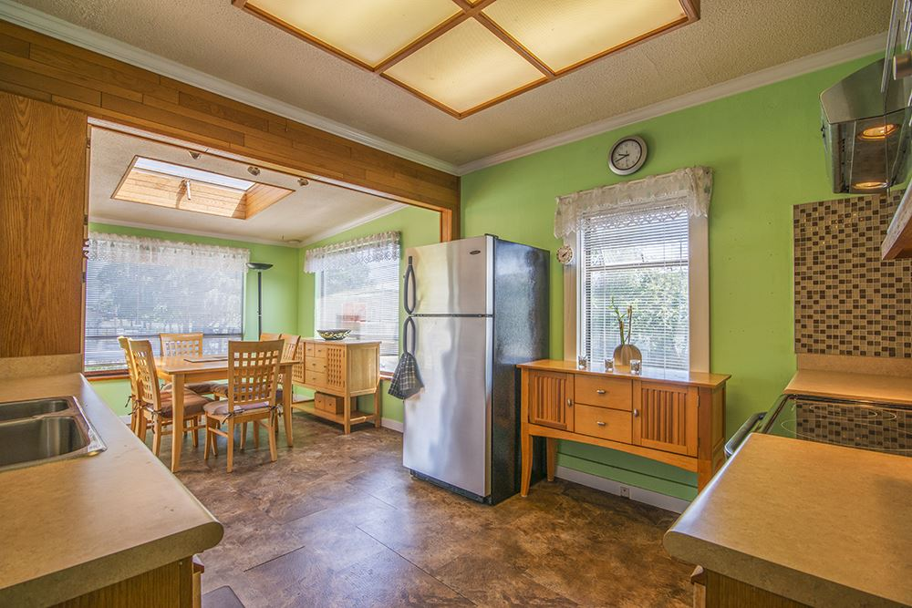 Detached at 6884 WALKER AVENUE, Burnaby South, British Columbia. Image 13