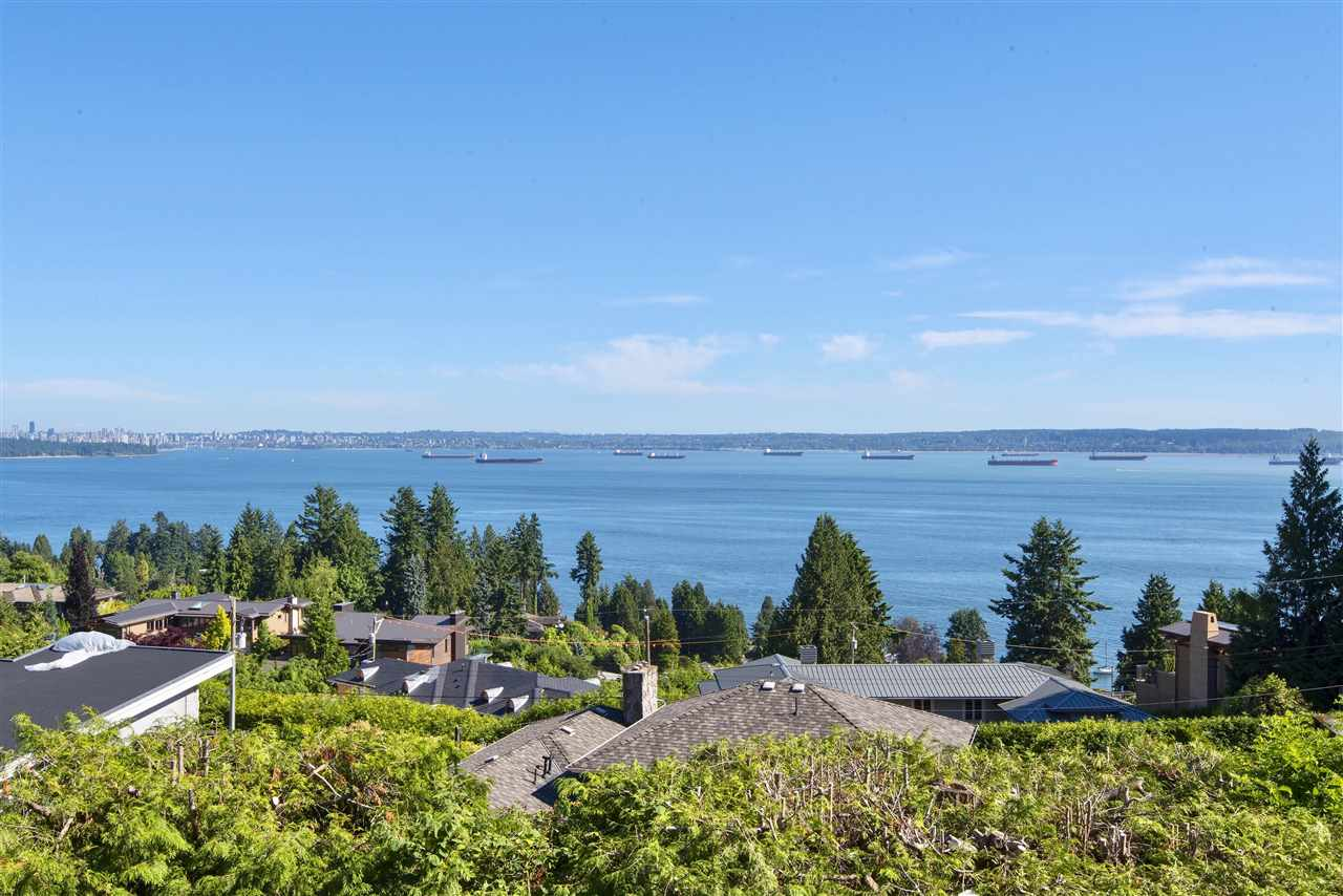 Detached at 3324 WESTMOUNT ROAD, West Vancouver, British Columbia. Image 2
