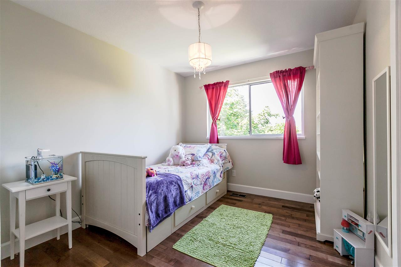 Detached at 5187 219A STREET, Langley, British Columbia. Image 10