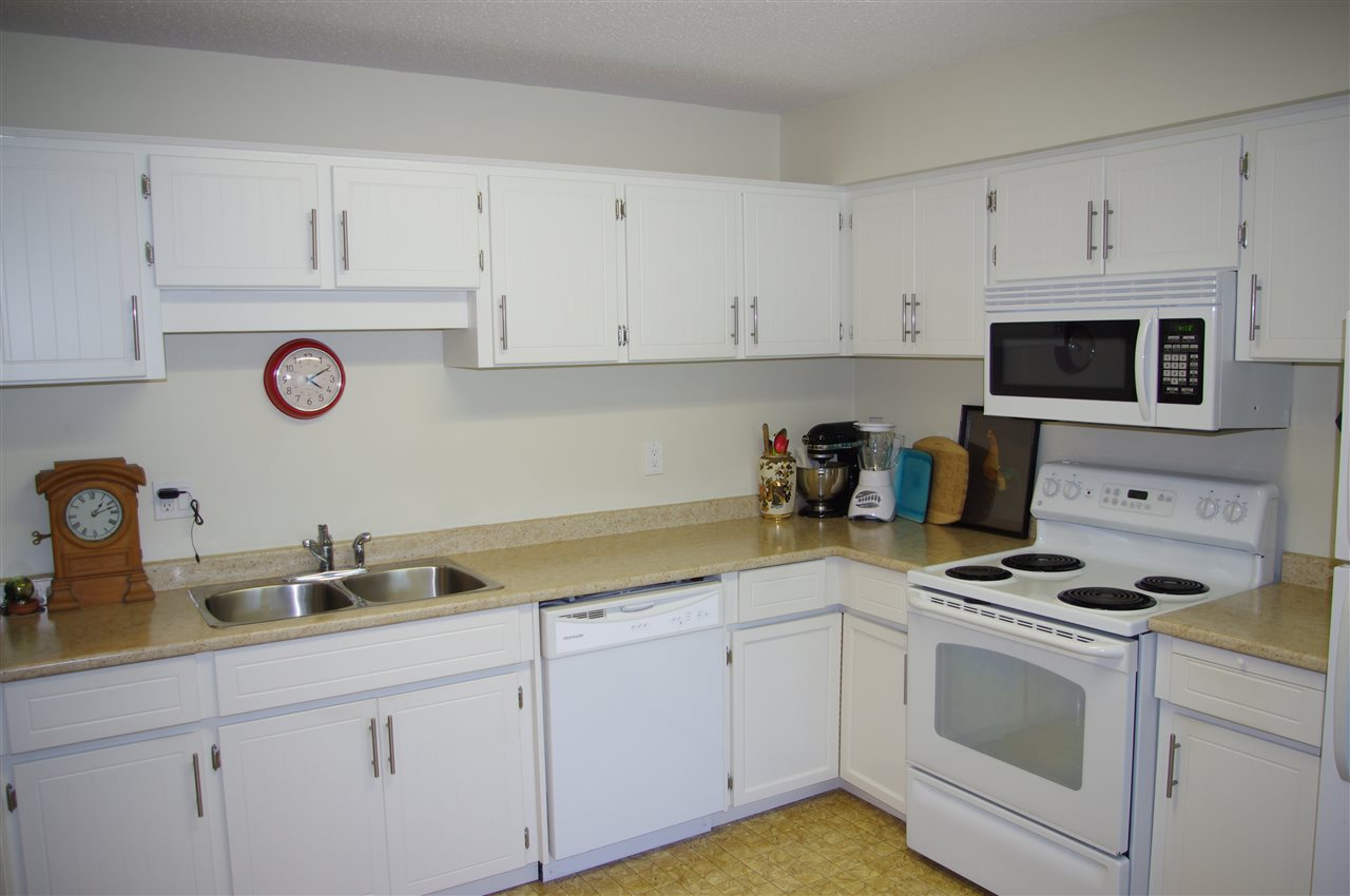 Condo Apartment at 201 15290 THRIFT AVENUE, Unit 201, South Surrey White Rock, British Columbia. Image 4