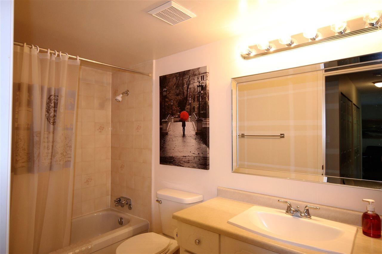 Condo Apartment at 201 15290 THRIFT AVENUE, Unit 201, South Surrey White Rock, British Columbia. Image 6