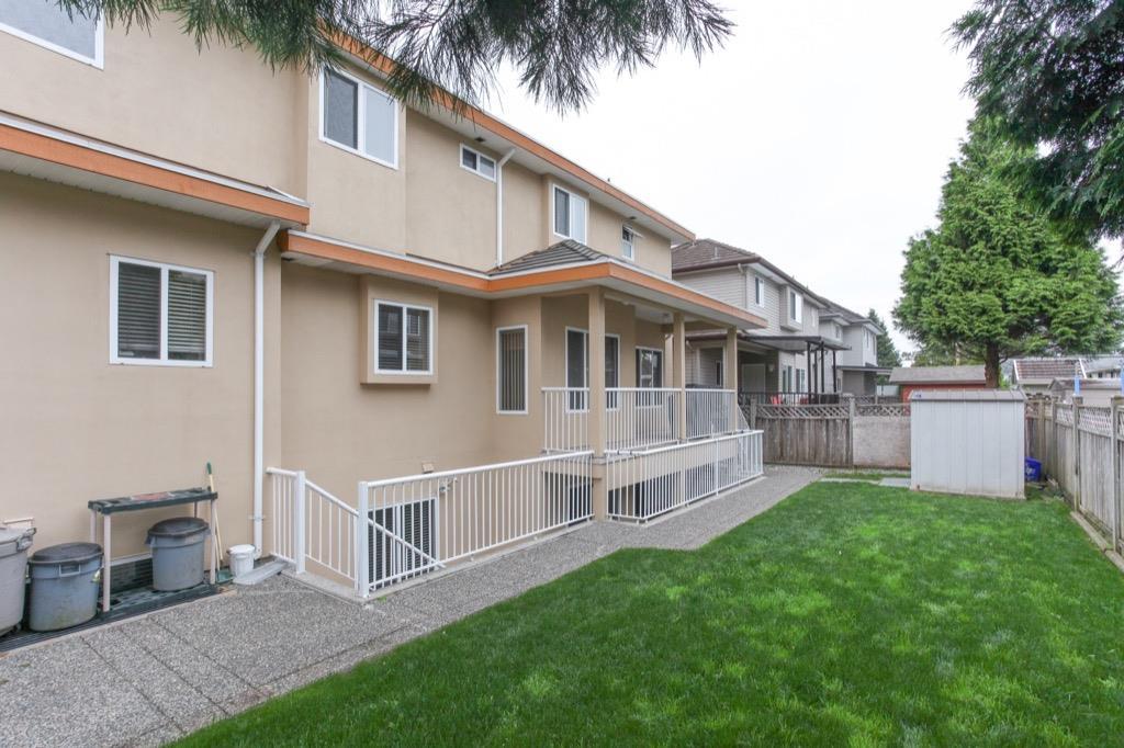 Detached at 15572 89A AVENUE, Surrey, British Columbia. Image 20