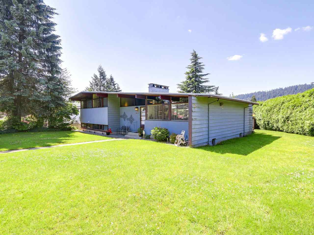 Detached at 637 ELMWOOD STREET, Coquitlam, British Columbia. Image 3