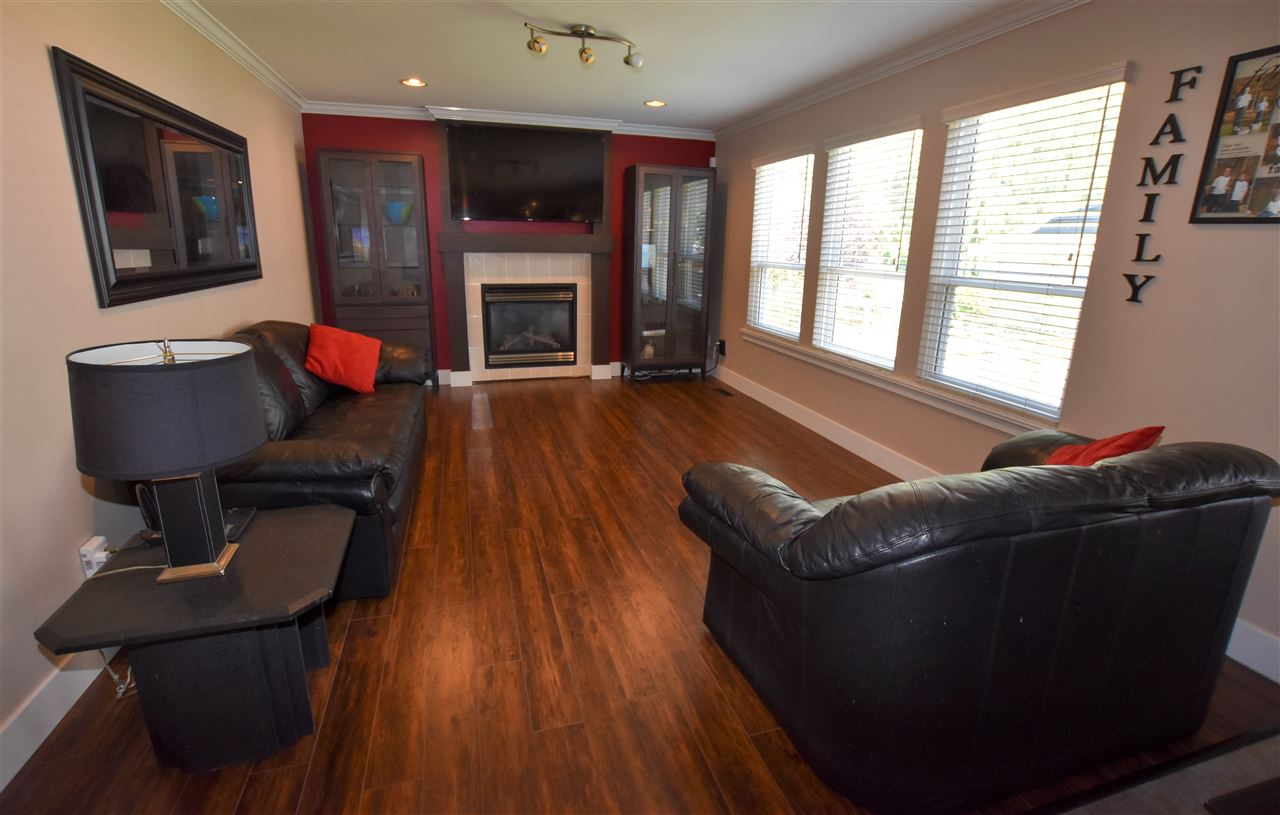 Detached at 6488 189 STREET, Cloverdale, British Columbia. Image 9