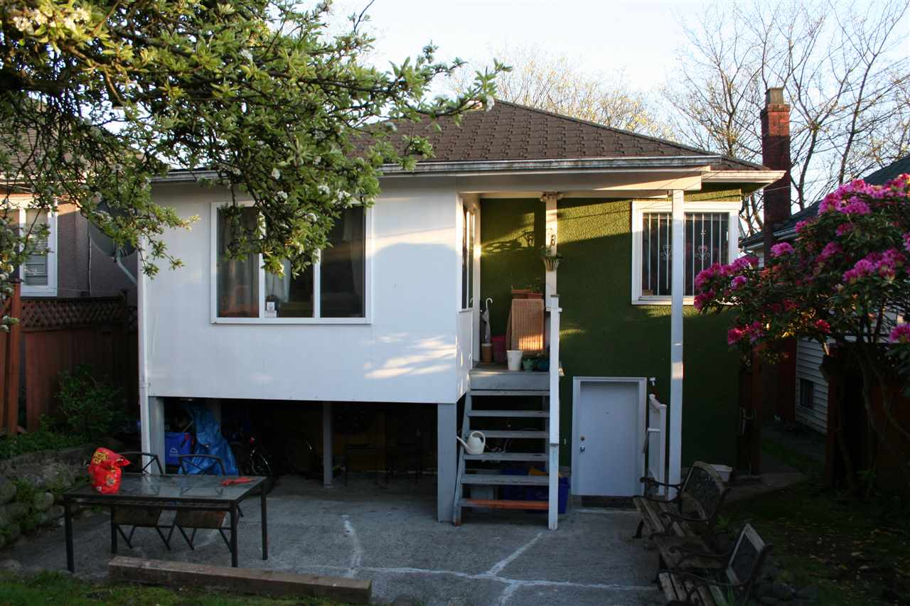 Detached at 3591 E PENDER STREET, Vancouver East, British Columbia. Image 2