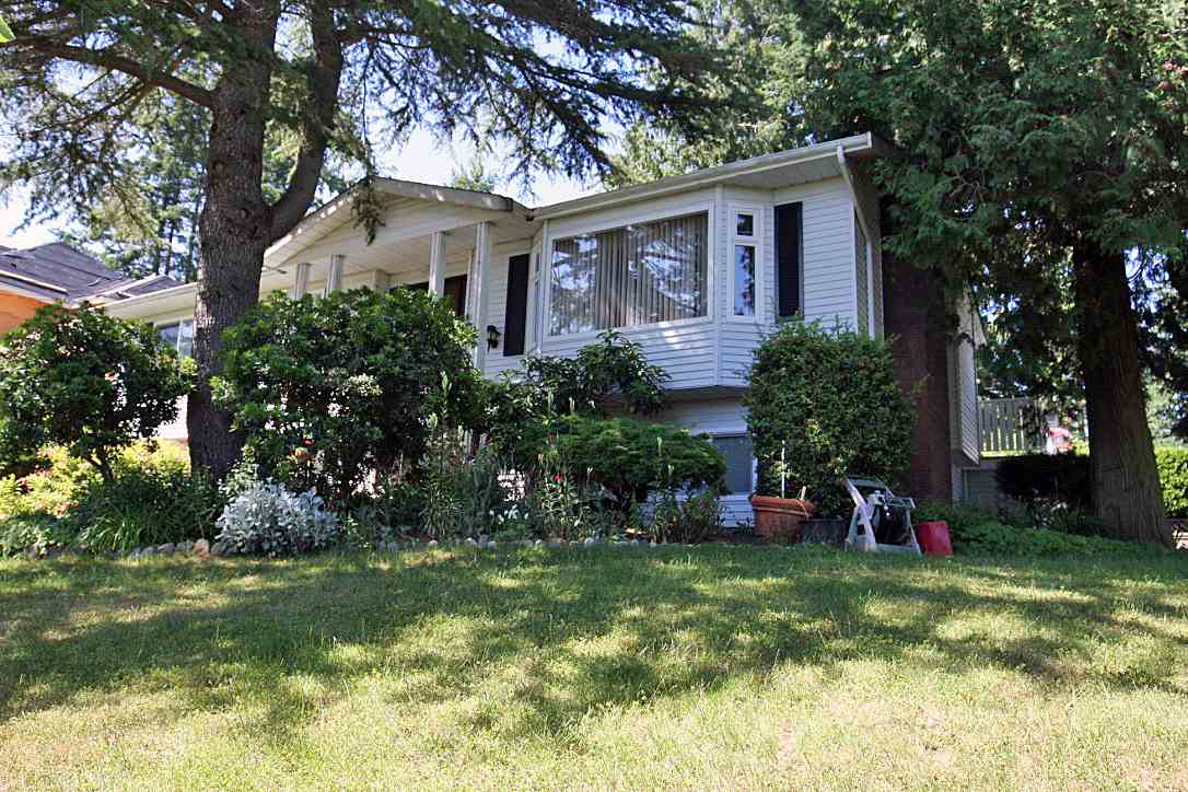 Detached at 13255 15A AVENUE, South Surrey White Rock, British Columbia. Image 2