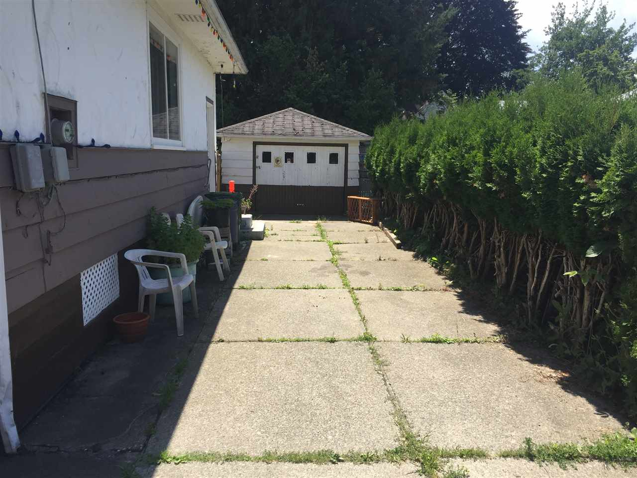 Detached at 45744 PRINCESS AVENUE, Chilliwack, British Columbia. Image 3