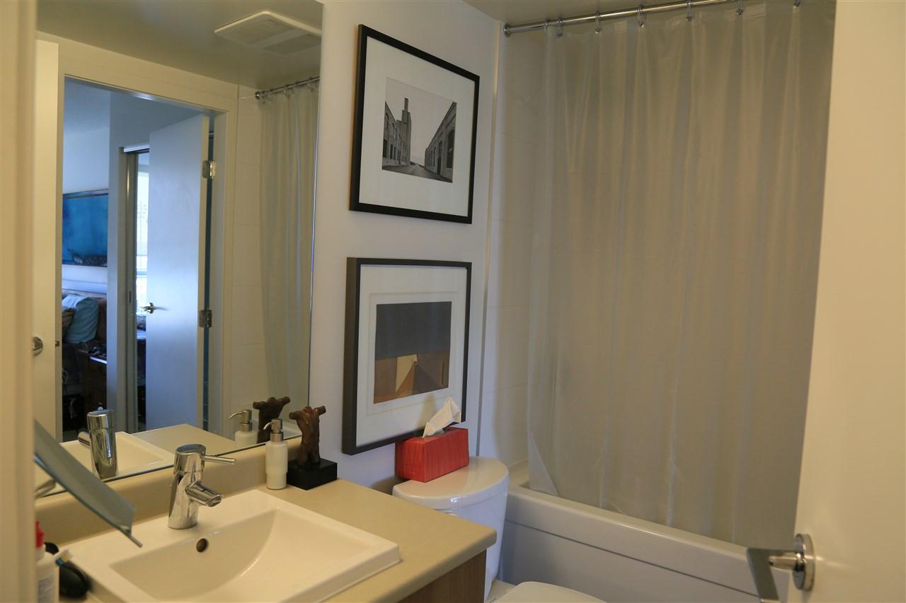 Condo Apartment at 1208 13325 102A AVENUE, Unit 1208, North Surrey, British Columbia. Image 12