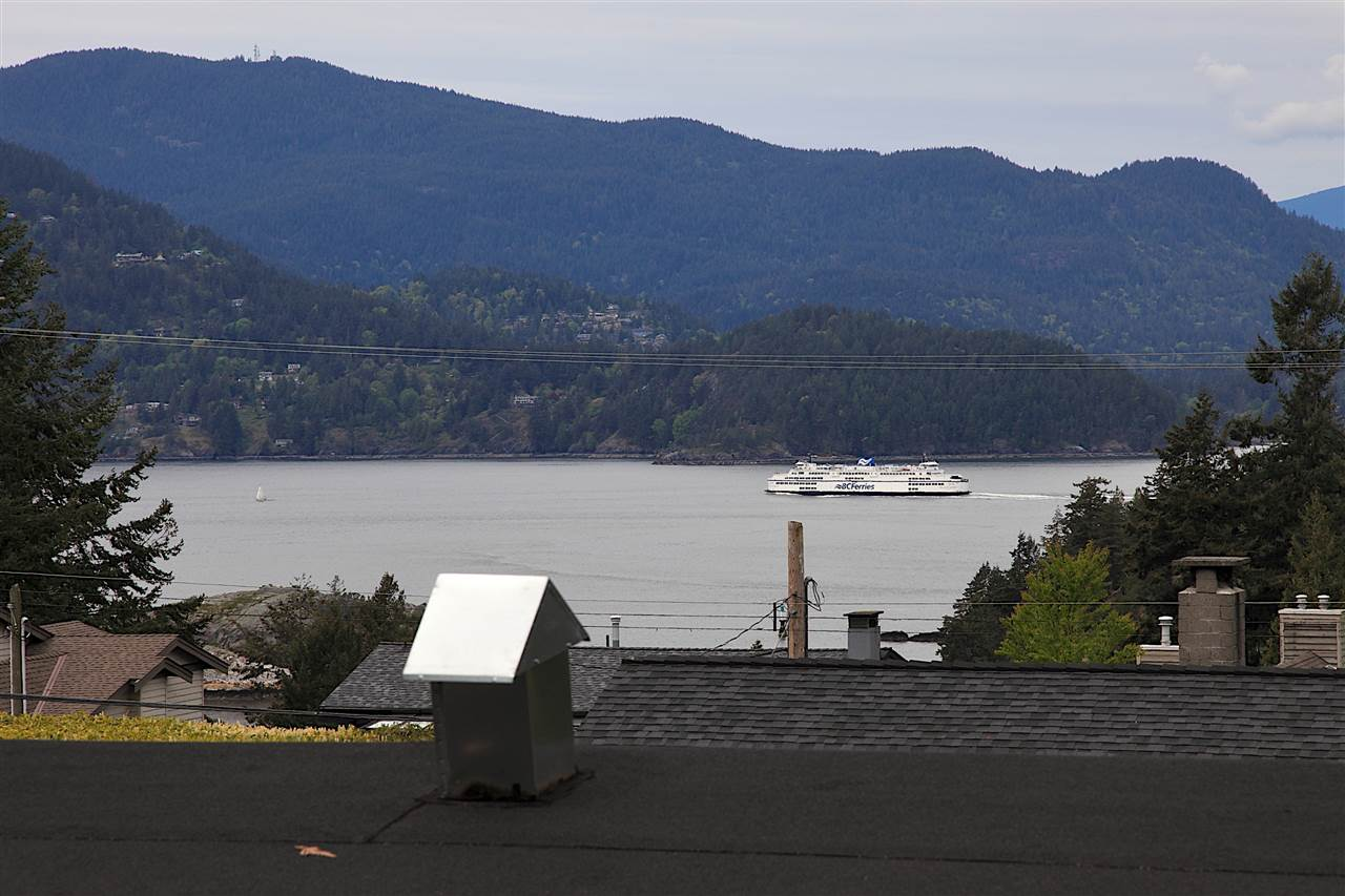 Detached at 6480 FOX STREET, West Vancouver, British Columbia. Image 2