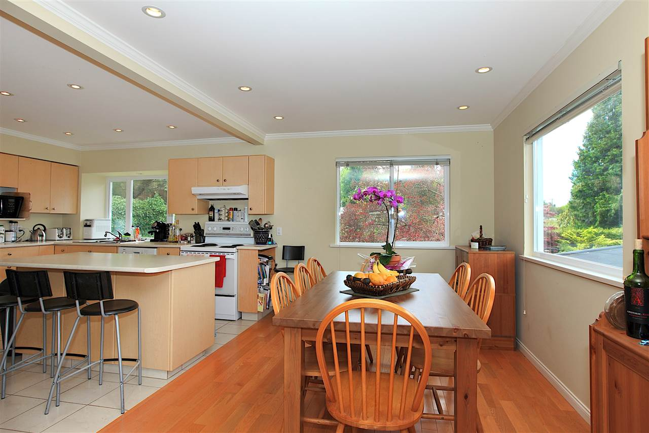Detached at 6480 FOX STREET, West Vancouver, British Columbia. Image 4