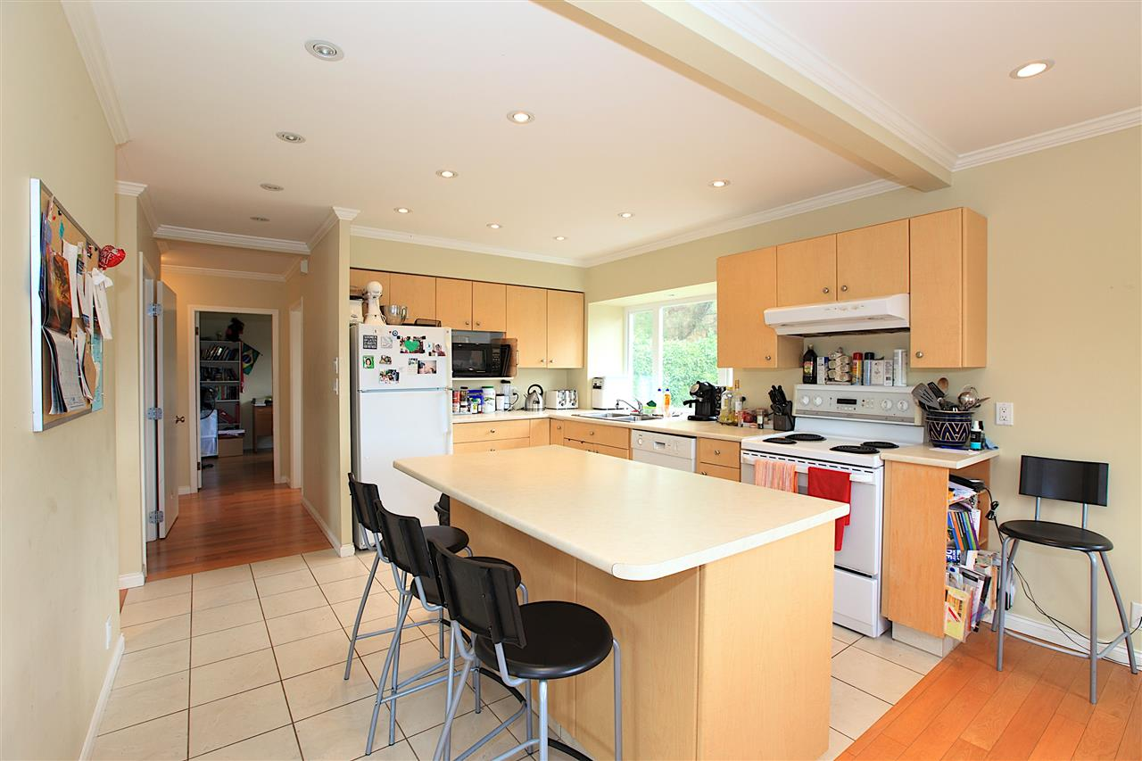 Detached at 6480 FOX STREET, West Vancouver, British Columbia. Image 5