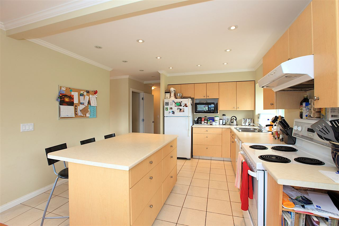 Detached at 6480 FOX STREET, West Vancouver, British Columbia. Image 6